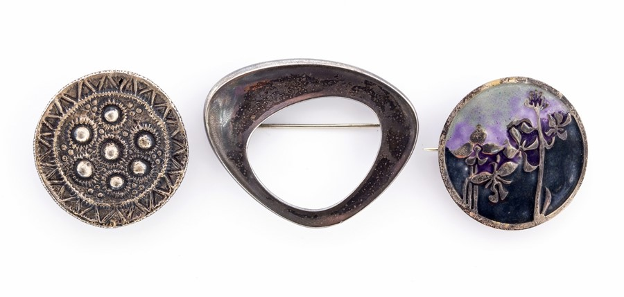 Lot 39 - David Andersen - A Norwegian modernist silver brooch, openwork abstract form, approx 5.3cm x 4.