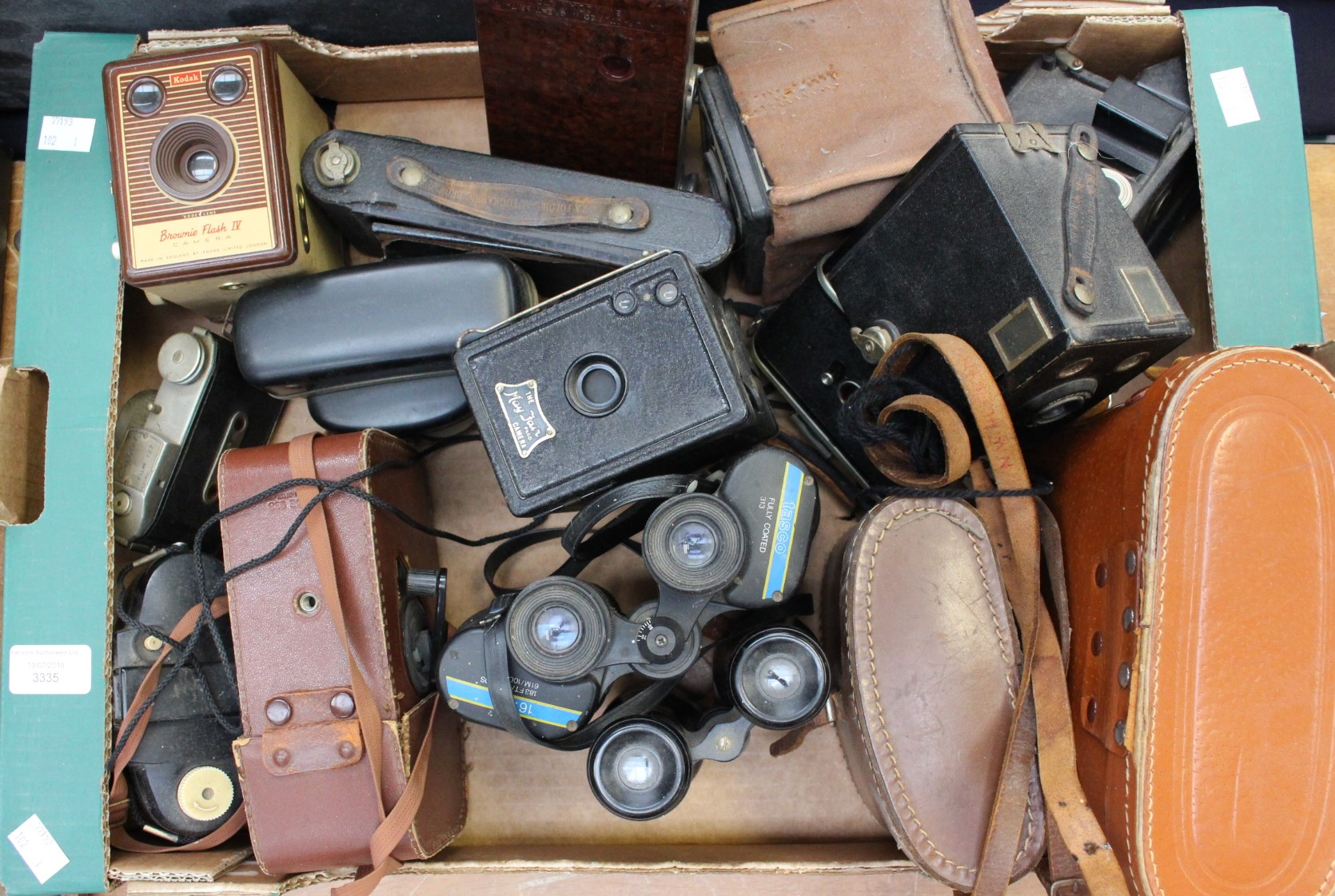 Lot 3335 - Collection of early to mid 20th Century cameras and binoculars, Brownies,