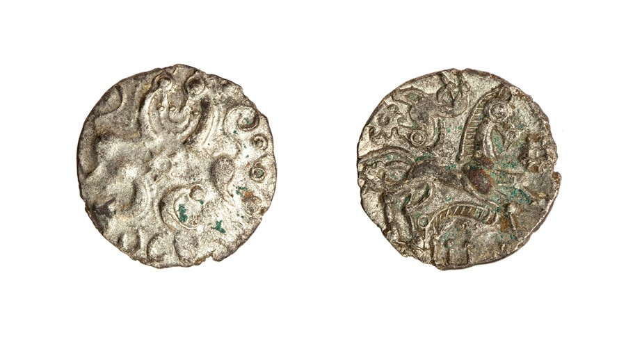 Lot 5 - An uninscribed silver (possibly slightly debased) unit of the Southern Region/'Berkshire Tribe'