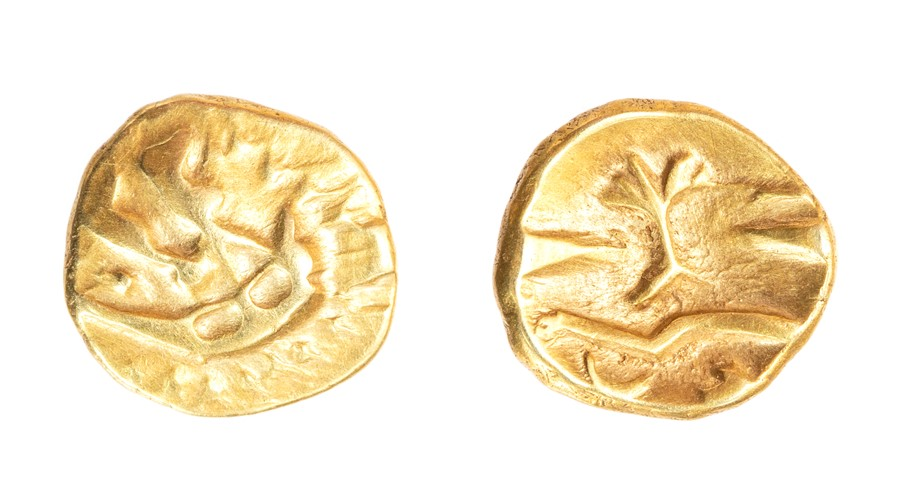 Lot 19 - An uninscribed gold quarter stater of Gallo-Belgic type attributed to the Morini, dating c. 80-60