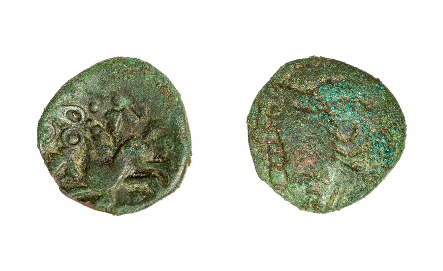 Lot 25 - An uninscribed copper-alloy unit of the North Thames Region/Catavellaunii, dating c. 45-25 BC and