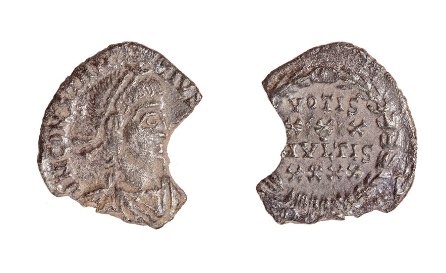 Lot 62 - An incomplete silver siliqua of Constantius II (AD 337-361) dating to c. AD 359-361. Obverse: DN