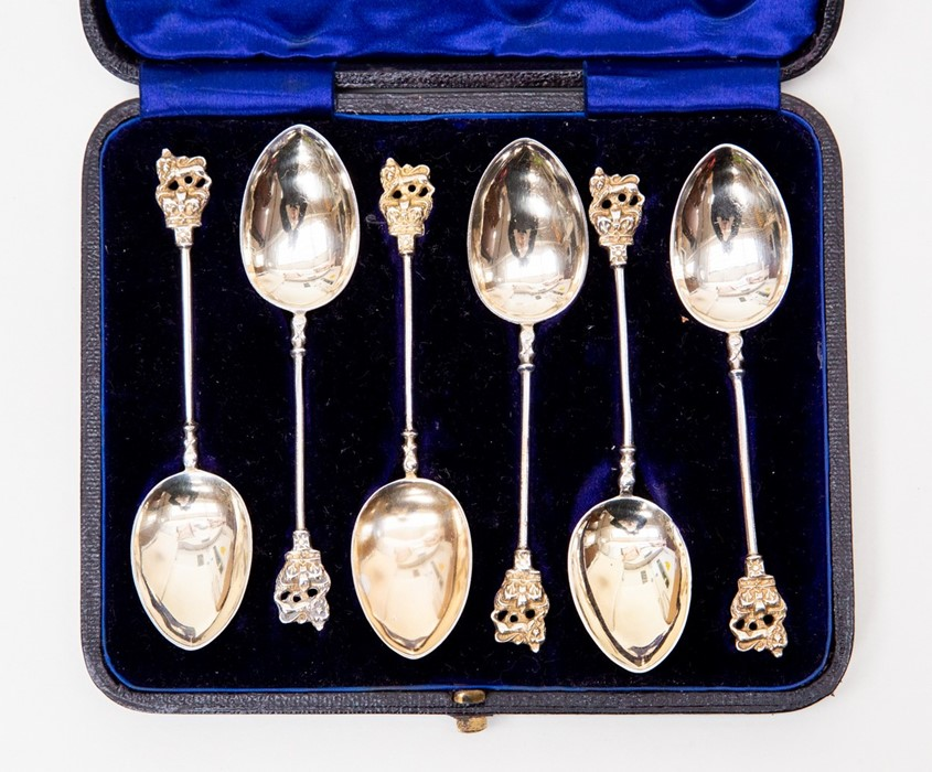 Lot 42 - A late Victorian set of six silver teaspoons, Birmingham 1891, Lion finials to handles, complete