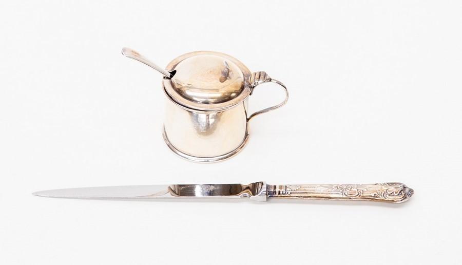 Lot 44 - A silver mustard pot - blue glass liner along with plated salt spoon, Birmingham 1903, total gross