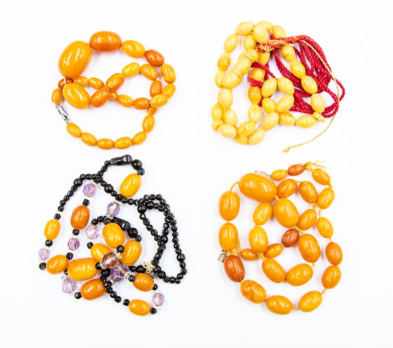 Lot 354 - A butterscotch amber bead necklace, oval graduated beads, largest approx 25mm x 18mm, smallest