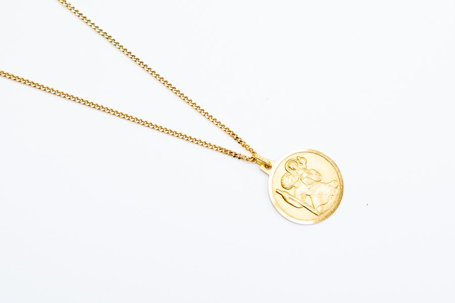 Lot 268 - An 18ct gold St Christopher, round form, on a fine chain, length approx 24'', total gross weight