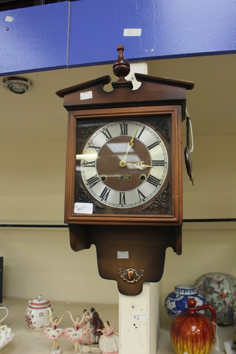 Lot 4011 - A 30 day striking mantel clock and Art Deco 8 day striking clock