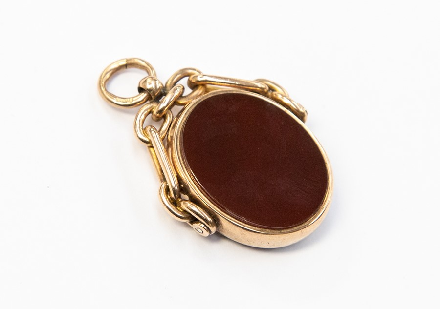 Lot 284 - A 9ct rose gold swivel fob, bloodstone and carnelian oval stone set, size approx. 25mm,with chain