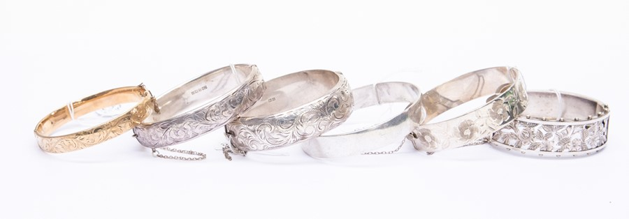 Lot 161 - A collection of bangles to include five silver versions, comprising a Victorian style pierced