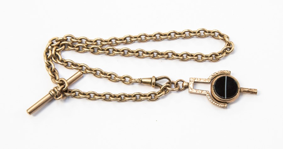 Lot 288 - **REOFFER IN A&C NOV £220-£300** A 9ct gold belcher chain, toggle clasp and T bar, with an agate and