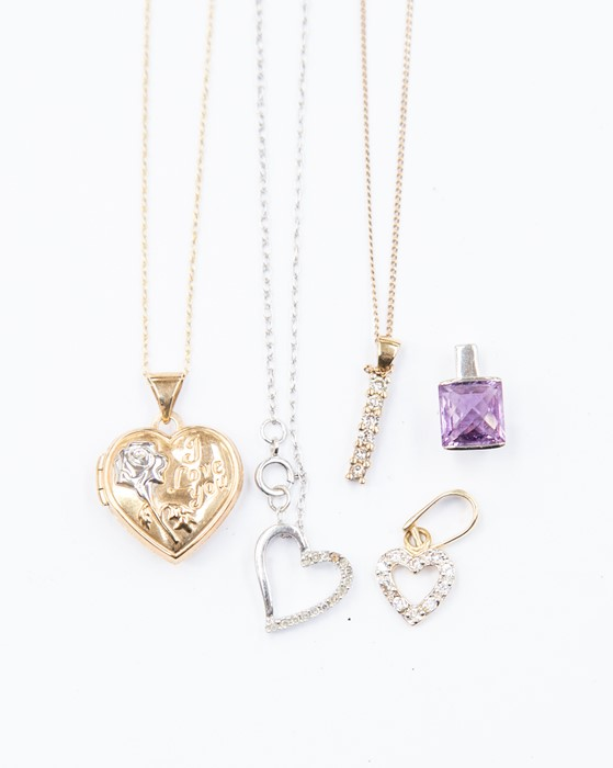 Lot 313 - A collection of jewellery to include 9ct yellow gold and diamond set line pendant, stone set heart,