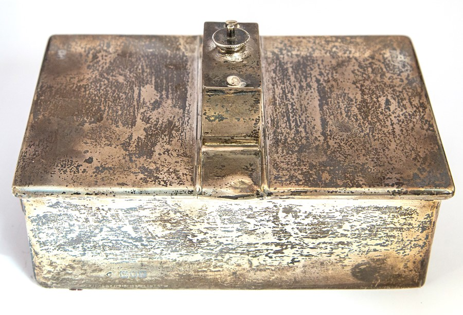 Lot 23 - An Edwardian double ended silver cigarette box with central lighter section, plain body with bracket
