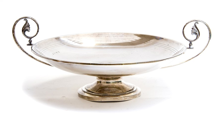 Lot 1 - An Art Deco silver circular tazza, the body with incised circular reeded decoration with twin scroll