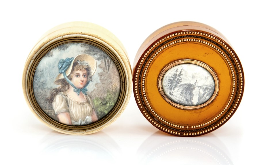 Lot 49 - A 19th century tortoiseshell circular snuff box, the central oval cartouche set with a pencil