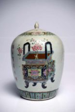 Lot 13 - VesselPorcelainChina18th ctH: 31 cmThe vessel with lid features paintings of two differently