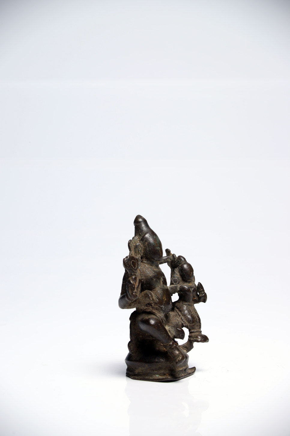 Lot 39 - Shiva & ParvatiBronzeIndien14th ctH: 8 cmShiva with his wife and consort Parvati seated on his