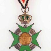 """Auszeichnung III. Reich teilemailliert, grünes Malteserkreuz mit Lorbeerkranz unter Krone, bez. """""""