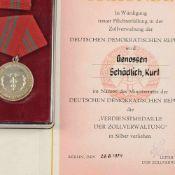 Verdienstmedaille der Zollverwaltung DDR Stufe Silber, in Verleihungsschachtel mit kleiner