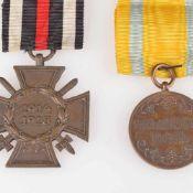Paar Auszeichnungen Sachsen / I. WK 1 x Friedrich-August-Medaille, Stufe Bronze, gelb-türkises