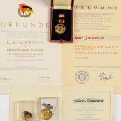 Auszeichnungen DDR insg. 3 versch. Ausführungen: 1 x Verdienstmedaille der DDR, mit kleiner
