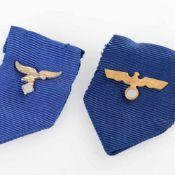 Auszeichnungen III. Reich insg. zwei blaue Bänder mit Adler und Swastika, für die