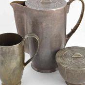 Kaffee-Kernstück gemarkt: Keral, bestehend aus Kanne, Sahnegießer und Zuckerdose, Gießer und Kanne