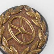 Uniformzubehör III. Reich Kraftbewährungsabzeichen, Stufe Gold, Lenkrad im goldfarbenen Lorbeer,