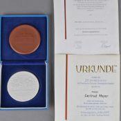 Paar Ehrenplaketten Annaberg mit Urkunden 1 x Ehrenplakette des Rates der Stadt Annaberg-Buchholz,