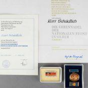Paar Urkunden und Auszeichnungen DDR 1 x Medaille der FDJ für hervorragende propagandistische