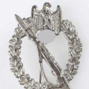 """Kampfabzeichen III. Reich Infanterieabzeichen, Stufe Silber, massiv geprägt, """"RZM""""-Marke im Kreis,"""