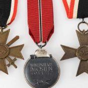 Auszeichnungen III. Reich insg. 3 versch. Ausführungen: 1 x Medaille Winterschlacht im Osten 1941/42