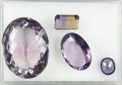 Lot 4 lose facett. Amethyste zus. 192.25 ct, 1 oval gr. 137.50 ct, 1 x oval kl. 36.08 ct, 1 x