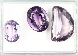 Lot 3 lose facett. Amethyste zus. 226.48 ct , 1 x halbmondförm. 123.5 ct, 1 x oval 37.84ct, 1 x oval