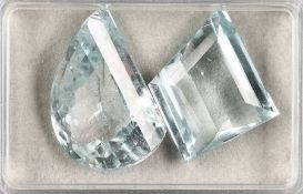 Lot 2 lose facett. Aquamarine zus. 90.30 ct, 1 x halbmondf. 47.32 ct, 1 x trapezf. 42.98 ct