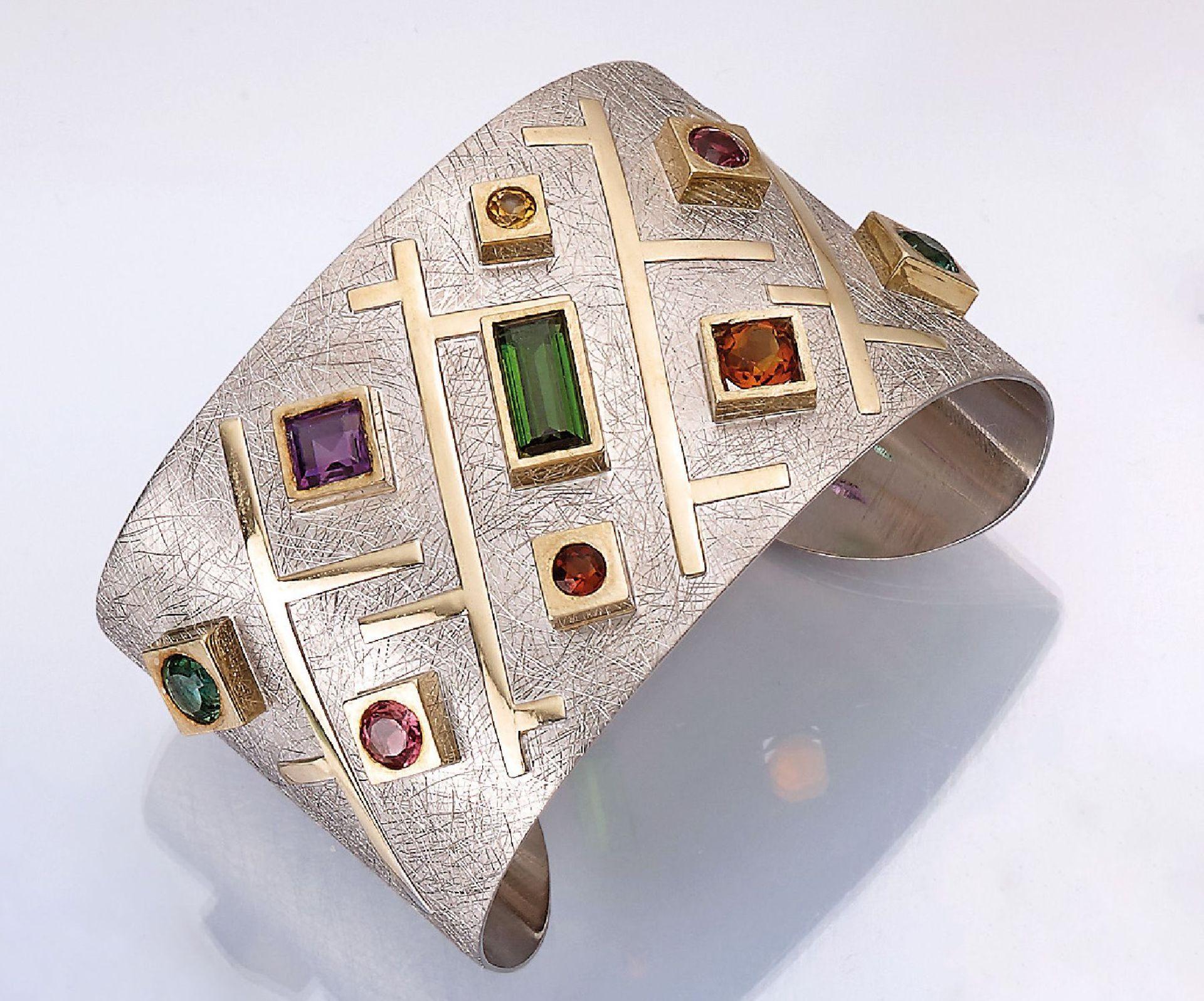 Ausgefallener Designer Armreif mit Farbsteinen, Silber und GG 585/000, 1 x rechteckig facett.