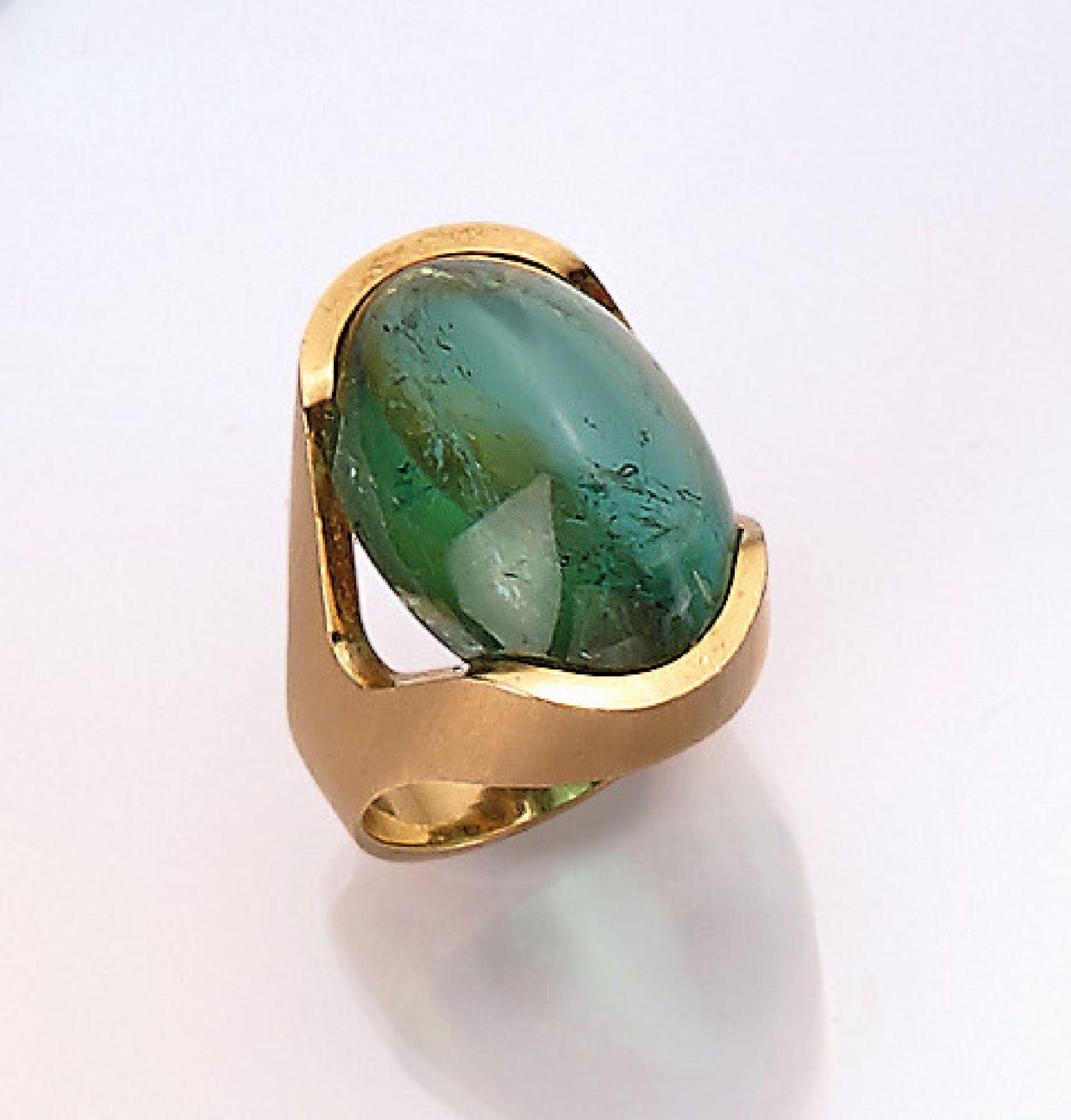 18 kt Gold Ring mit Turmalin, GG 750/000, ovaler Turmalincabochon ca. 8.50 ct, Schiene sat.,