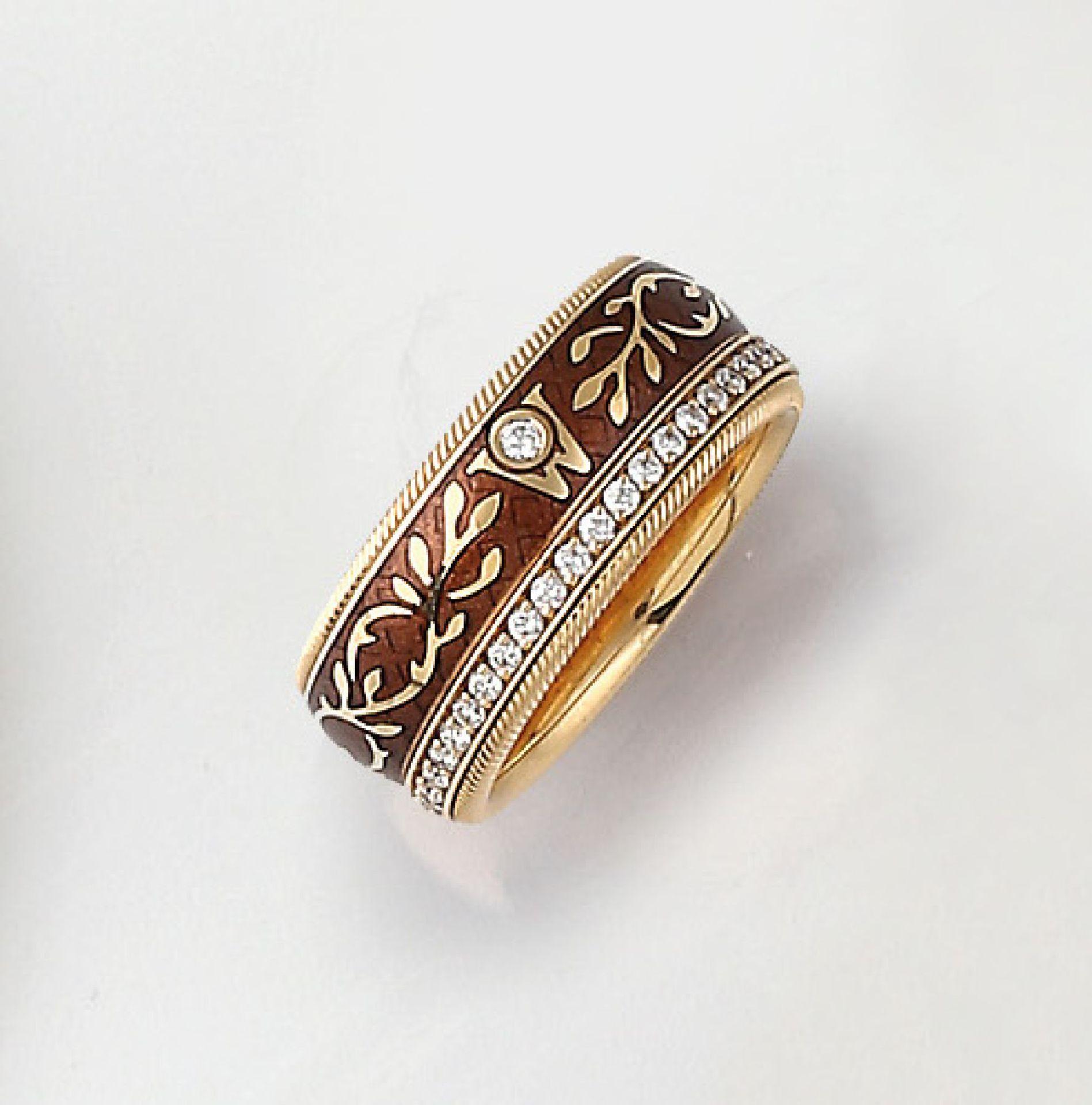 18 kt Gold WELLENDORFF Ring Karamell, GG 750/000, drehbar, braunes Kalt-Email, Brillanten zus. ca.