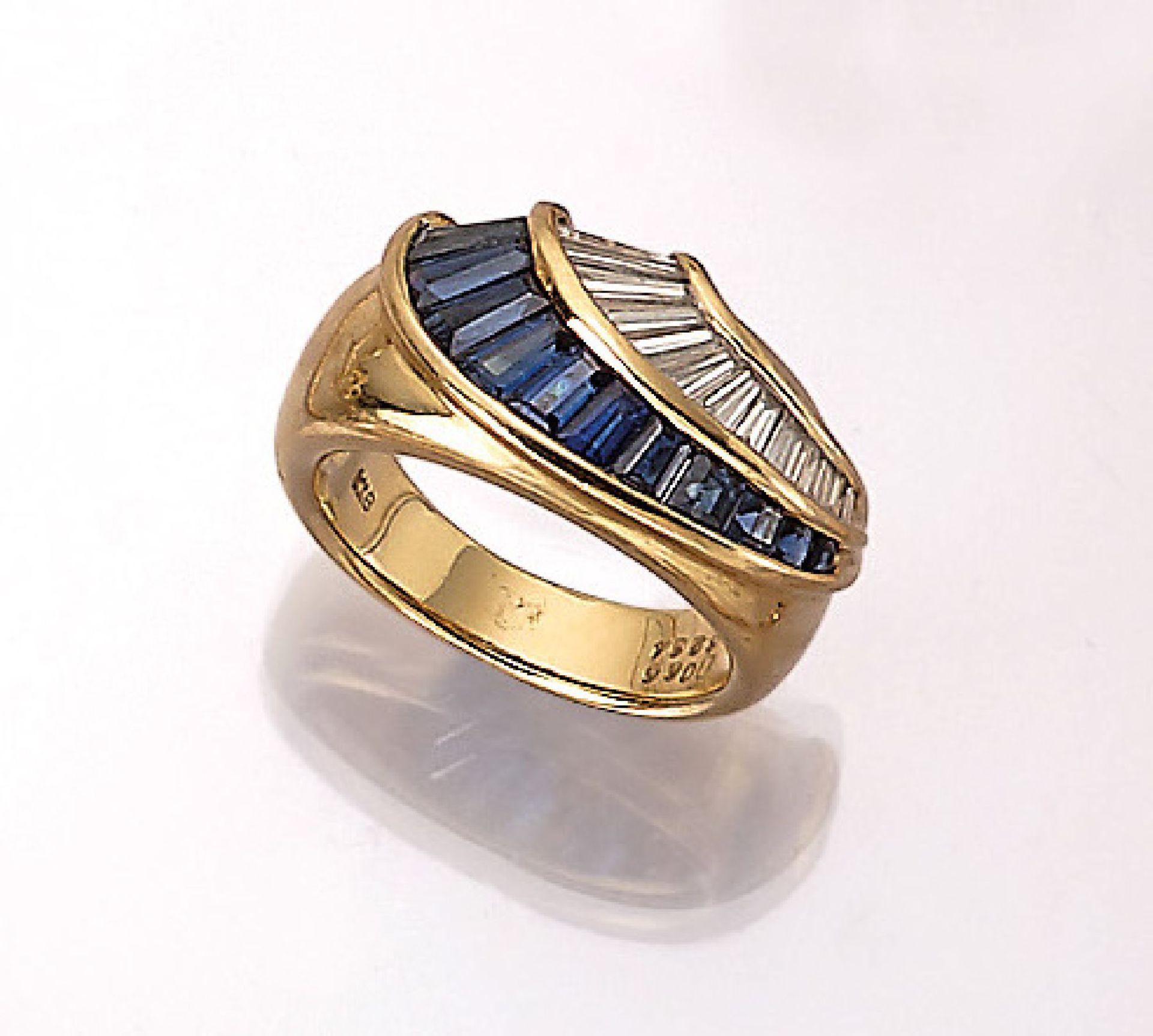 18 kt Gold Ring mit Saphiren und Brillanten, GG 750/000, 13 Diamant-Trapeze zus. ca. 0.66 ct (grav.)