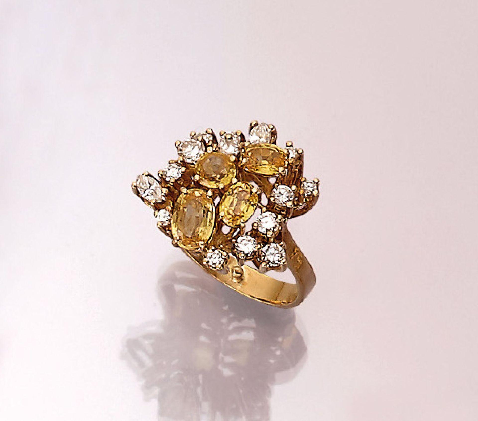 18 kt Gold Ring mit Saphiren und Brillanten, GG 750/000, 3 oval- und 1 rundfacett. gelber Saphir