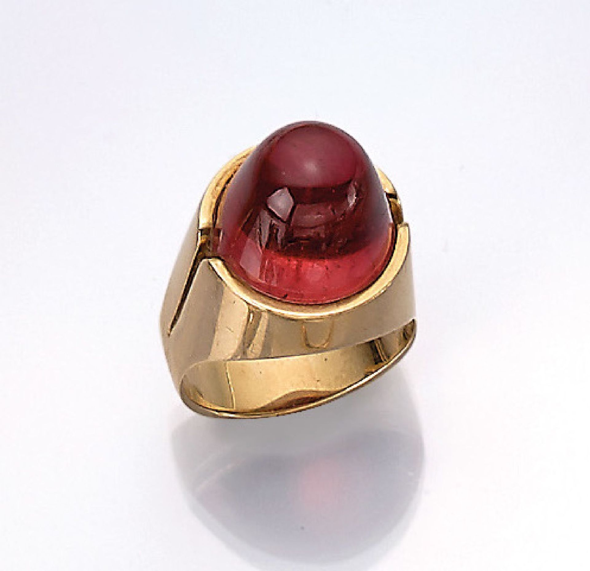 14 kt Gold Ring mit Rubellit, GG 585/000, hoher Rubellitcabochon ca. 8.50 ct, RW 55, Meistermarke