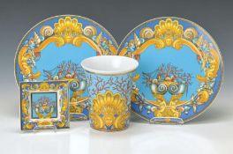 Vier Teile, Versace, Les Tresors de la Mer, zwei große Platzteller D. 31 cm, große Vase H. 18 cm