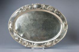 Jugendstiltablett, Wien, um 1900, Rand mit floralem Motiv, 800er Silber, Spiegel altersbedingt