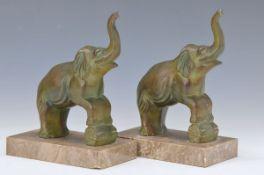 2 Paar Buchstützen, Frankreich, um 1920-30, je zwei Elefanten bzw. Skalare, Steinsockel, H. ca. 16