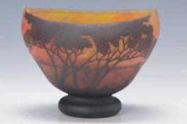 Schale, Daum Nancy, um 1910, orange-rot und gelb eingepudertes Glas, dunkelbraun überfangen,