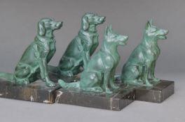 2 Paar Buchstützen, Frankreich, um 1930, Art Deco, Marmorplinthen, Hundefiguren, Metallguß grün