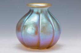 Vase, deutsch, WMF, um 1930, bernsteinfarbenes Glas, mehrfach gerieft und mehrfach lüstriert, H. ca.