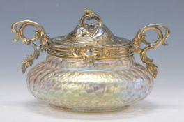 Bonbonniere, Pallme-König, um 1900, Glaskorpus im Netzrelief mehrfach lüstriert, Metallmontierung,