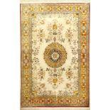 Seiden Ghom fein, Persien, ca. 30 Jahre, reine Naturseide, ca. 151 x 102 cm, antique-washed, EHZ: