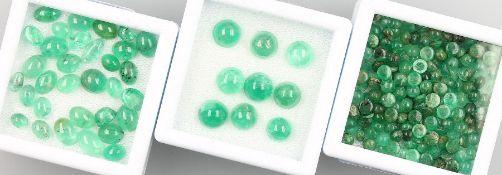 Lot lose Smaragde, zus. ca. 64.40 ct, ovaleCabochons in versch. Größen und Farbnuancen