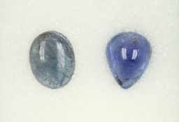Konvolut 2 Tansanit-Cabochons: 1 x Tropfenform ca. 6.7 ct; 1 x oval ca. 5.19 ct Schätzpreis: